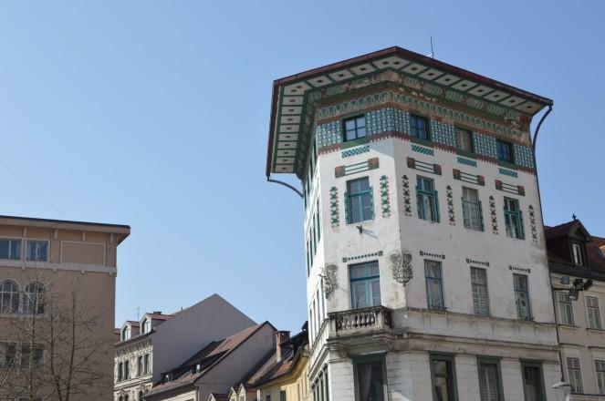 Edificio de estilo Secession, adornado después del terremoto