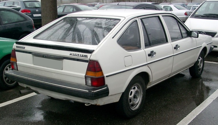 "El modelo de mi primera experiencia en coche. Volkswagen Passat B2 1985. Mi primer road trip, mi primer vómito, mi primer ""falta mucho"""