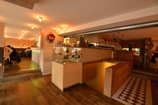 El bar Luis (no el de mi pueblo, famoso en el mundo entero) sino otra, algo más sofisticado.
