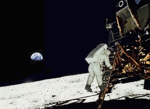 Buzz Aldrin bajando a la Luna