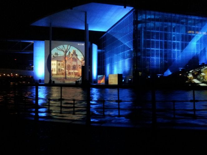 El show de imagenes, videos y luces en el Bundestag